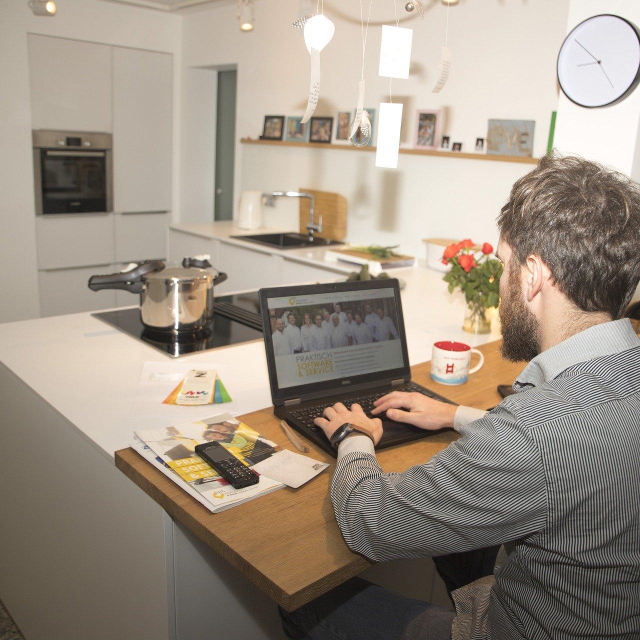 Oikea tekniikka ja ulkoasu tuottavaan kotitoimistoon